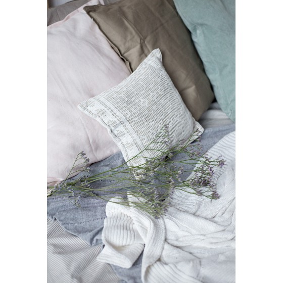 Подушка декоративная с хвойными опилками и стружкой корня сосны, 25*25